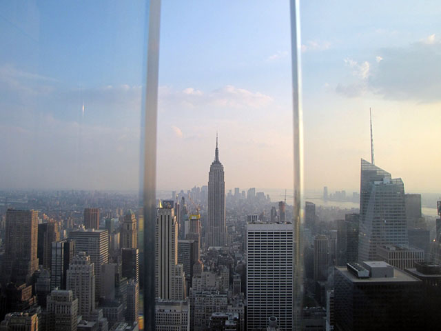 New York; devasa gökdelenleri, kozmopolit yapısı, Özgürlük Heykeli, taksileri, köprüleri ve barındırdığı diğer unsurlar dolayısıyla sayısız filme ya arkaplan ya da .