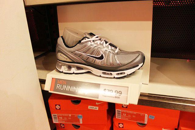 Nike Outlet  Roupas esportivas com ótimos preços nos Estados Unidos ... 99d7efe5b47f2