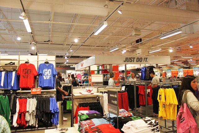 166a6e0fbd Nike Outlet  Roupas esportivas com ótimos preços nos Estados Unidos ...