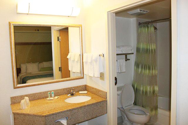 Falando de Viagem Marriott SpringHill Suites Miami Airport South -> Pia De Banheiro Para Fora