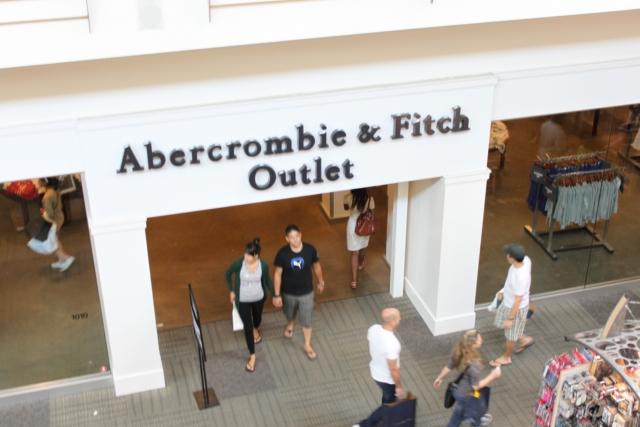 8d785dad1 A Abercrombie   Fitch é uma das lojas mais desejadas e procuradas por  brasileiros ultimamente. É uma das lojas que estão na moda.