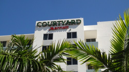 courtyard by marriott miami airport hotel south falando. Black Bedroom Furniture Sets. Home Design Ideas