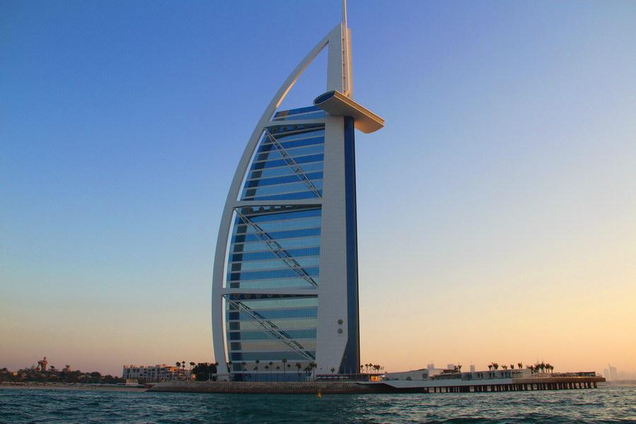 Olhando para o Burj al Arab.