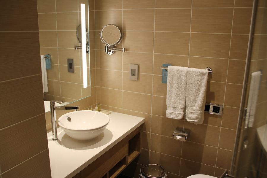Banheiro e chuveiro Hilton Garden Inn Dubai