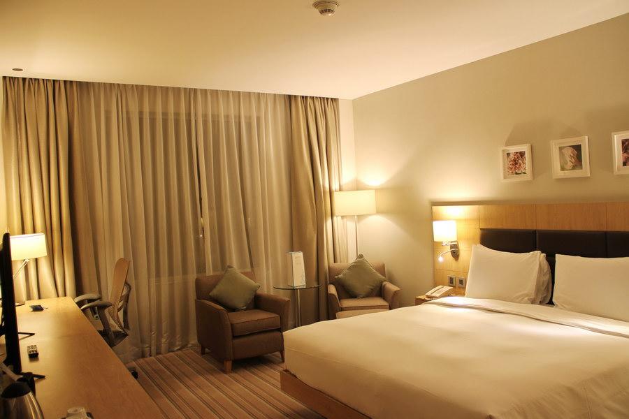 Visão geral sobre o quarto do Hilton Garden Inn Dubai