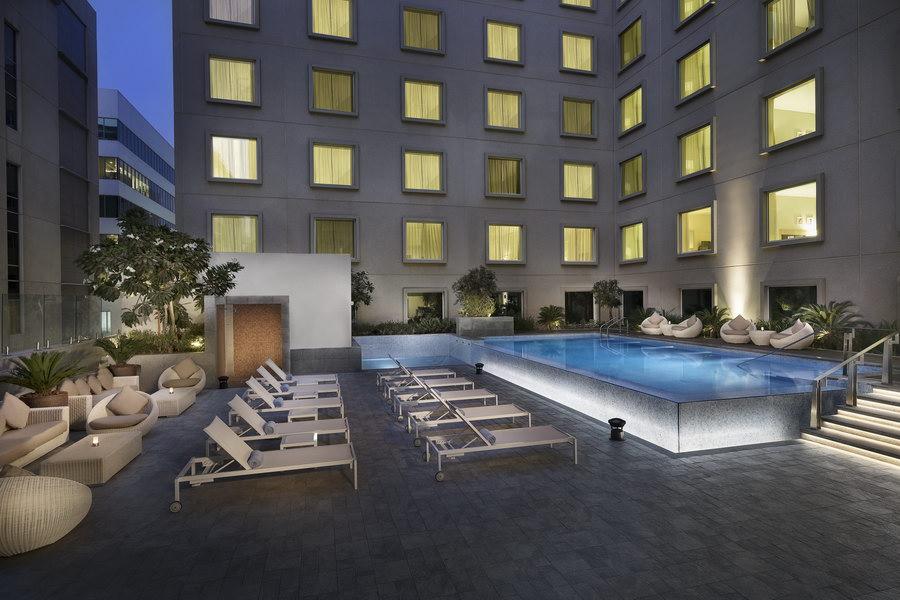 Deck e Piscina do Hilton Garden Inn Dubai Mall Of The Emirates