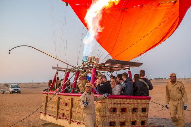 Cada balão tem a capacidade para 24 pessoas a bordo que são divididas em 4 compartimentos com 6 pessoas em cada um.