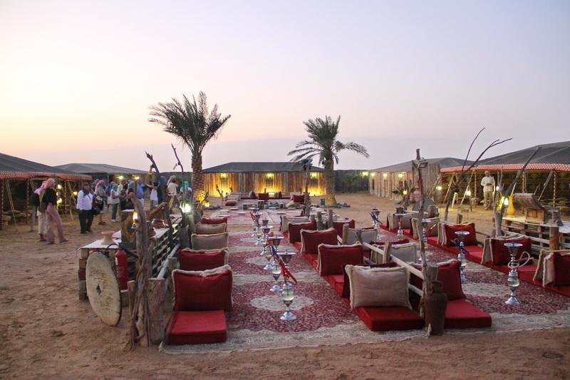 Acampamento beduíno e jantar a céu aberto.