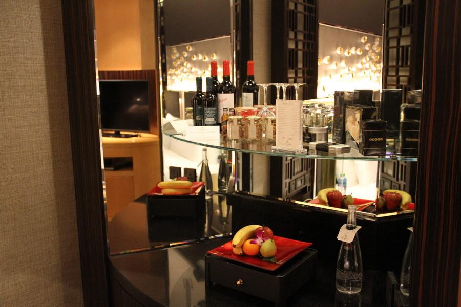 Bar do quarto no Shangri-La Dubai