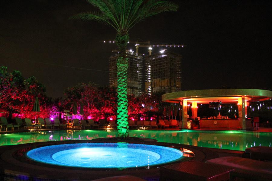 Iluminação noturna da piscina
