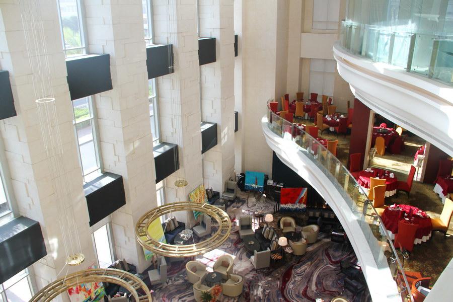 Vista sobre o hall do Shangri-La Dubai