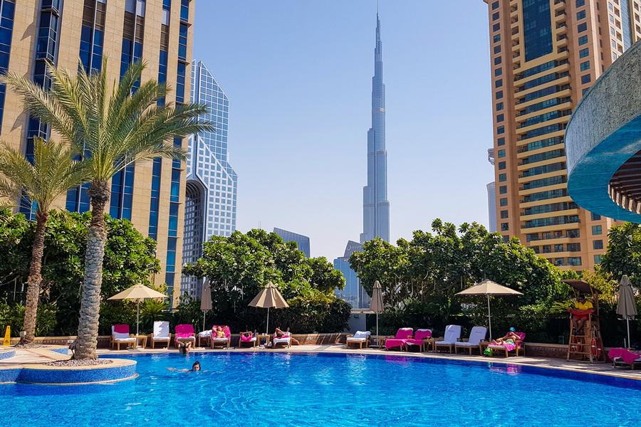 Piscina com vista para o Burj Khalifa