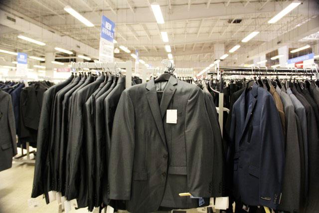 4b0ff02317 Ao viajar aos Estados Unidos você terá sempre a oportunidade de montar ou  renovar o seu guarda-roupa para todas as situações. Como as roupas no  Brasil são ...