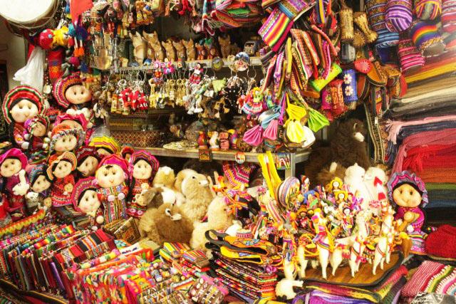 Re: Compras en Lima 21 mar. En Miraflores existen centros comerciales (Ripley, Saga Falabella) y diversas tiendas de ropa y zapatos donde venden ropa importada y ropa