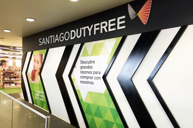 f7d9b03ac Santiago Duty Free - Aldeasa - Aeroporto de Santiago - Chile ...