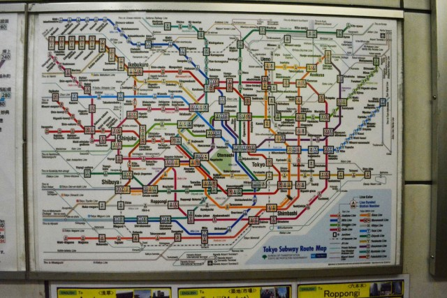 Como é andar no metrô de Tóquio • Falando de Viagem