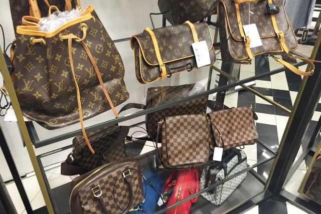 68e1e17aa68 Onde comprar bolsas usadas da Louis Vuitton e Gucci em Nova York ...