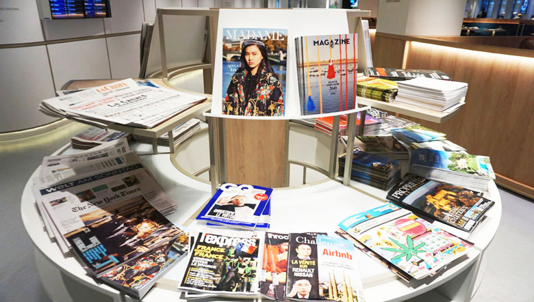 Revistas e jornais à disposição.