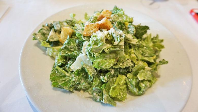 A caesar salad é muito boa.