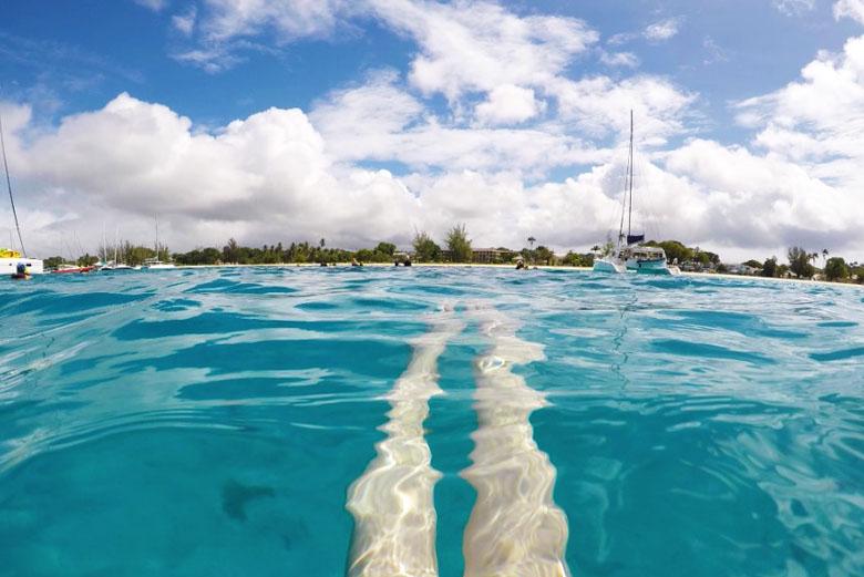 As águas azul turquesa impressionam, mas será que Barbados é um destino seguro para turistas?