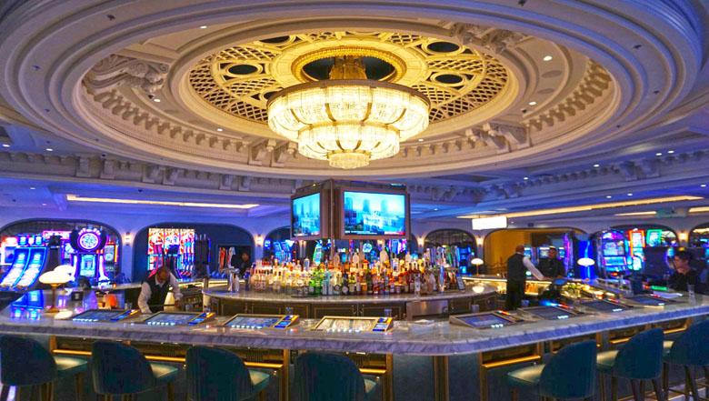 Em Las Vegas você pode beber de graça nos cassinos.