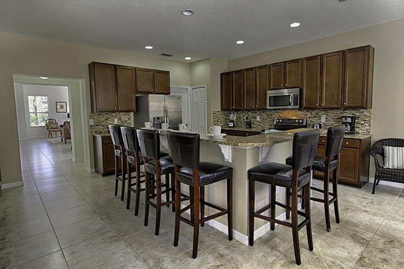 A cozinha de integra com a sala.