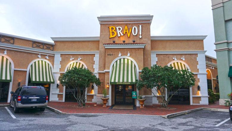 O restaurante está localizado em uma área bem agradável, com estacionamento gratuito.