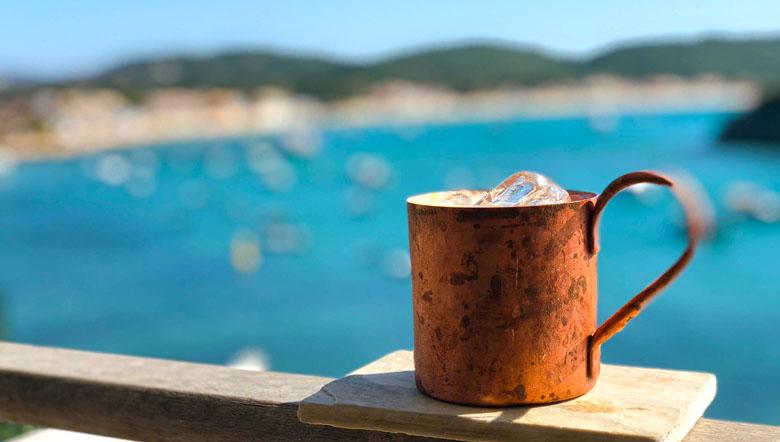 Um bom drink - gin mule - para brindar os bons momentos.