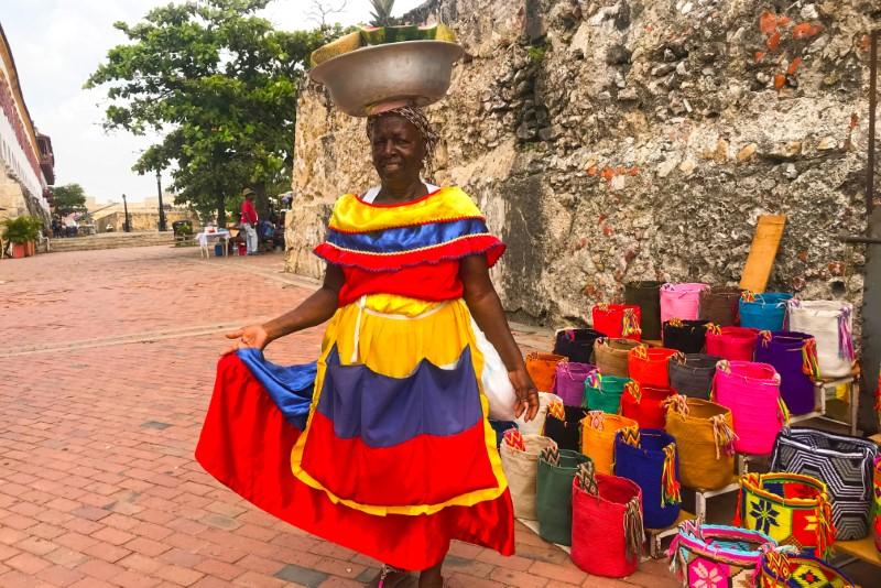 Típica vendedora nas ruas do centro histórico.