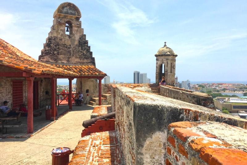 Fortaleza erguida na época da colonização espanhola para proteger a cidade dos invasores.