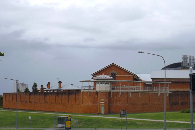 A prisão.