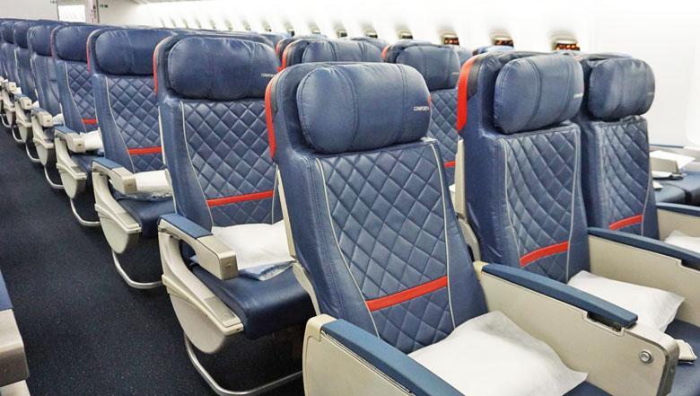 Classe Comfort+ no Boeing 767-400ER da Delta Air Lines.