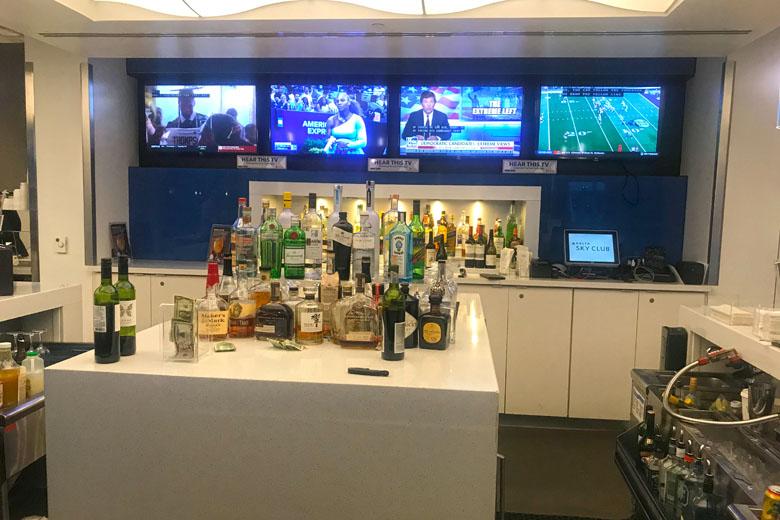 O bar é completo.