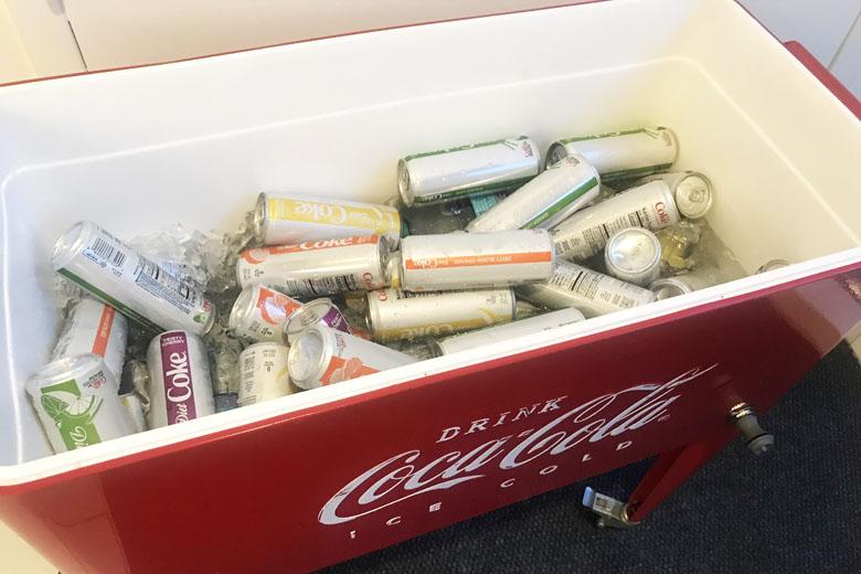 Refrigerantes da Coca-Cola à disposição.