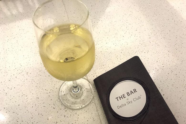 Os vinhos estão entre as opções gratuitas.