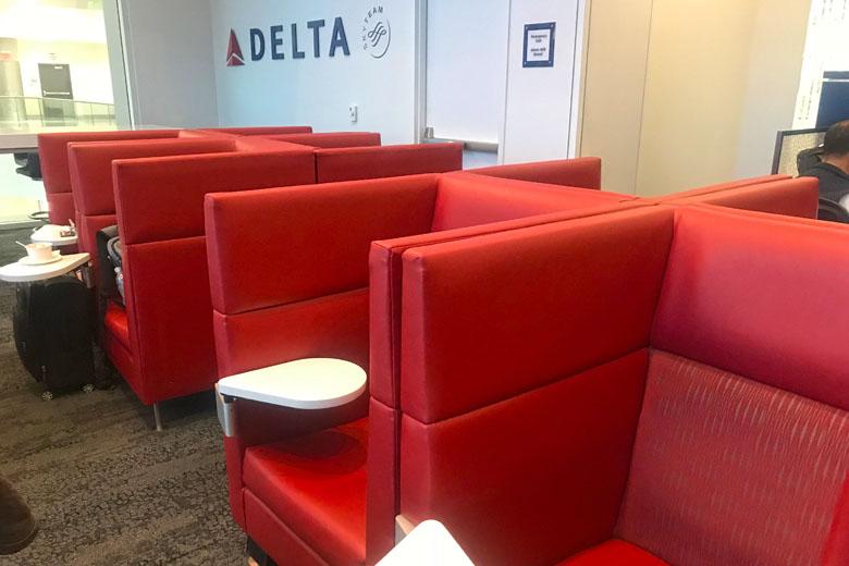 Os espaços do Delta Sky Club.