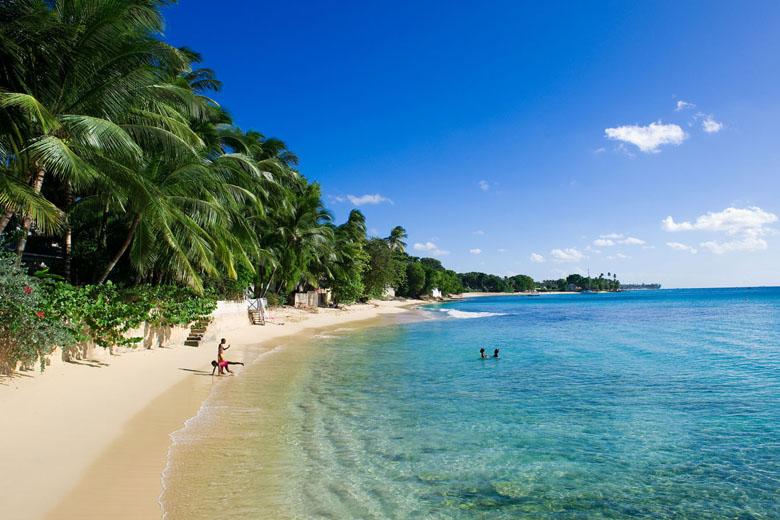 Com águas calmas, as praias são ótimas para crianças.