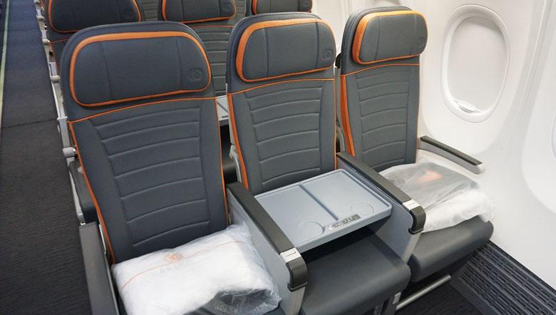 Todos os assentos são em bancos de couro ecológico.