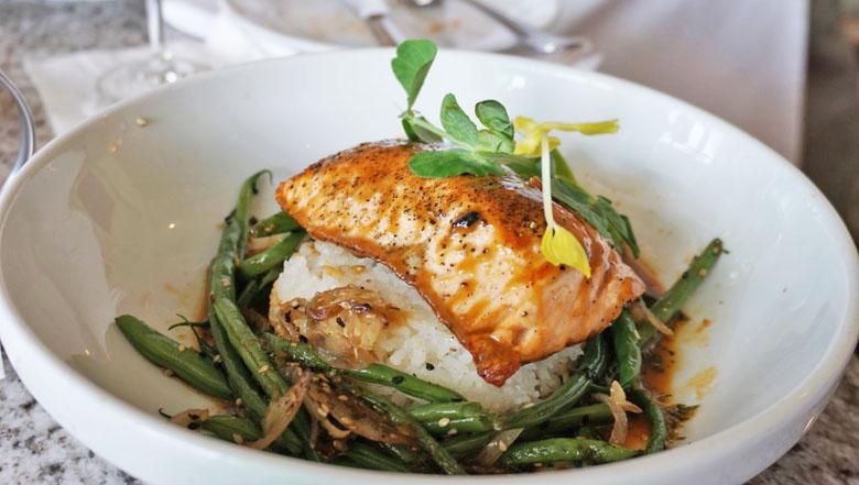 A opção de salmão é leve e saborosa.