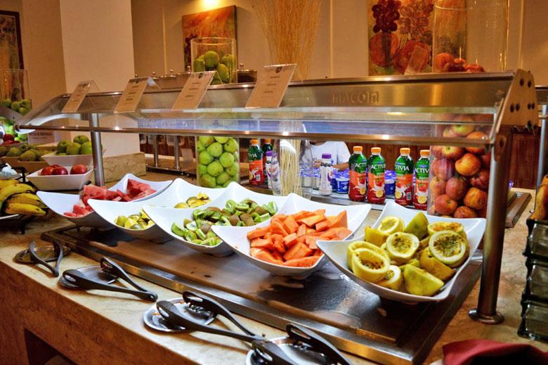 Opções de café da manhã no restaurante Agdá.