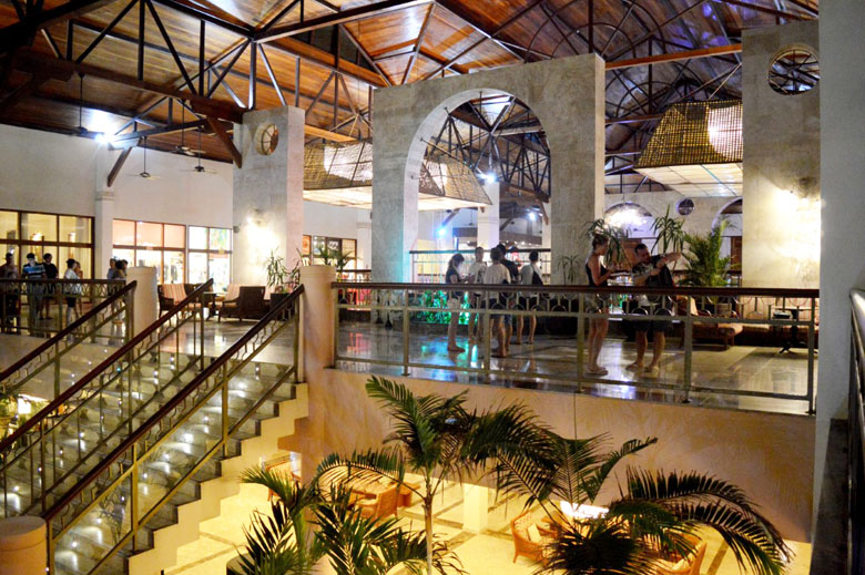 O resort rodeado por coqueiros, rio e mar é uma boa opção de viagem para quem gosta de uma estadia animada e com a grande variedade e fartura que o sistema all-inclusive proporciona.