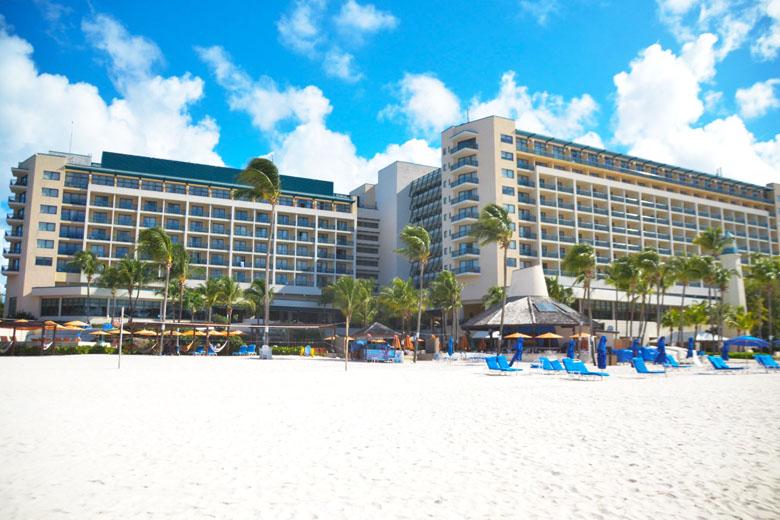 O hotel é uma excelente opção pé na areia.
