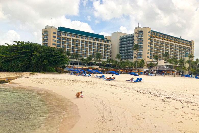 Hilton desde a praia exclusiva. Todos os quartos têm vista para o mar.