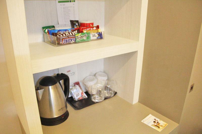 Alguns snacks estão disponíveis em todos os quartos.