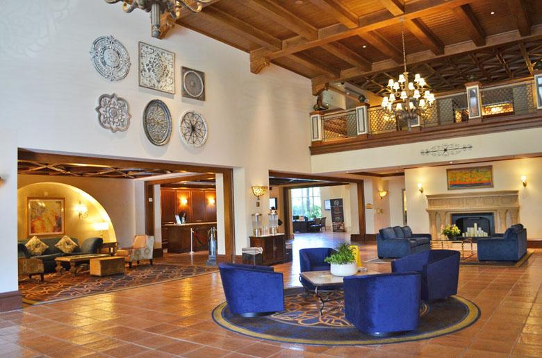 O lobby do JW Marriott Las Vegas é bonito e foge do padrão chamativo de outros hotéis de Las Vegas.