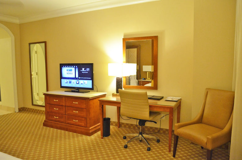 O luxuoso quarto do JW Marriott Las Vegas.