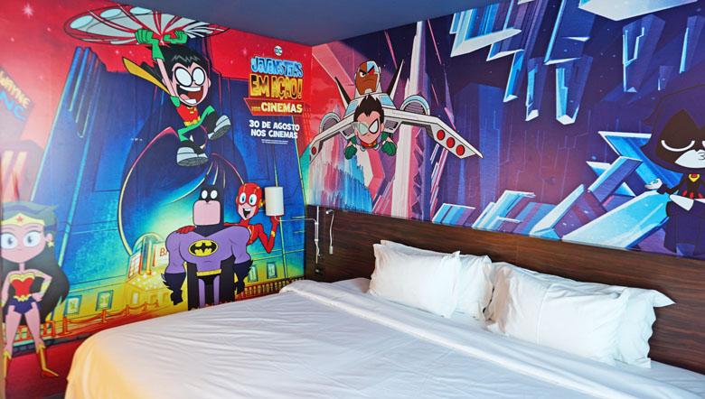 O quarto pode ser com uma ou duas camas.