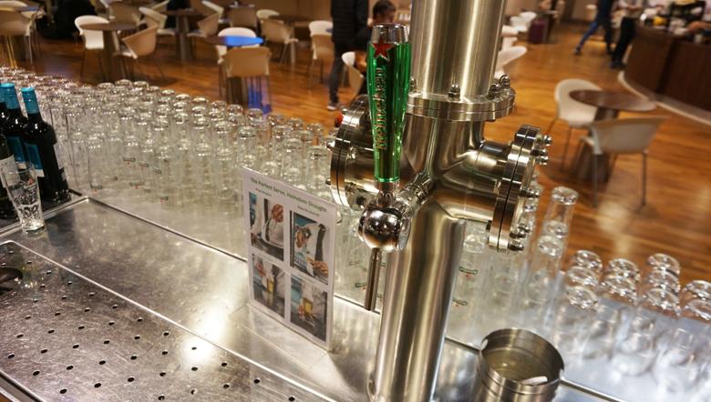 Opções de bebidas na sala VIP.