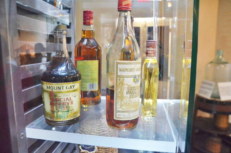 A evolução dos rótulos de design das garrafas.