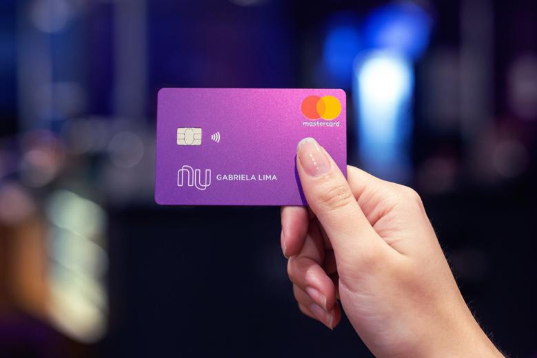 O novo design do cartão de crédito Nubank.